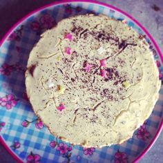 cremige-mohn-cheesecake-mit-bananenscheiben Pie, Sweets, Desserts, Brioche, Banana, Poppy, Bread Baking, Oven, Dessert Ideas