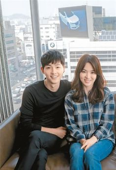6 Drama Couples We Wished Dated in Real Life Descendants, Girl Photo Poses, Girl Photos, Song Hye Kyo Style, Song Joong Ki Birthday, Soon Joong Ki, Decendants Of The Sun, Kim You Jung, Sun Song