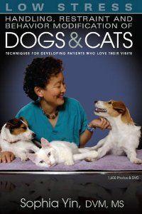 Low Stress Handling Restraint & Behavior: Sophia Yin: 9780964151840: Amazon.com: Books