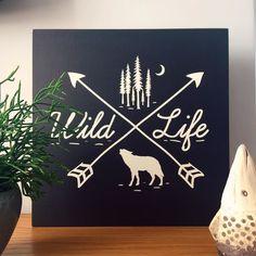 """O Quadro Flat """"Wild Life"""" é lançamento aqui Na Casa da Joana e entra AMANHÃ na vitrine.  - Conheça os #QuadroFlatNCDJ - ##nacasadajoana #abaixoasparedesvazias #pôster #posters #quadros #enquadrados #design #decoração #decor #interiordesign #pinterest #meunacasadajoana #casa #lar #wild #wildlife"""