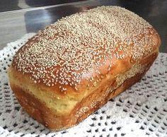 Pão de Mandioca No Salt Recipes, Bread Recipes, Sweet Recipes, Bread And Pastries, Portuguese Recipes, Vegan Snacks, Sweet Bread, Hot Dog Buns, Banana Bread