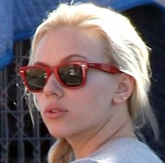 Scarlet Johanssen in Ray Ban