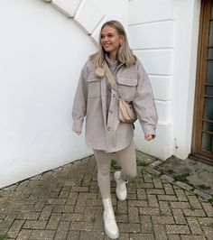 Cold Weather Fashion, Cold Weather Outfits, Winter Fashion Outfits, Fall Winter Outfits, Retro Outfits, Cute Casual Outfits, Preppy Style, Everyday Outfits, Cream Boots