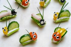 Super FUN Veggie Bug Snacks are PERFECT for Children's Party's or Craft Day! - Science for children - Welcome Crafts Bug Snacks, Veggie Snacks, Veggie Tray, Snacks Für Party, Party Appetizers, Bug Party Food, Fun Snacks For Kids, Veggie Food, Kids Fun