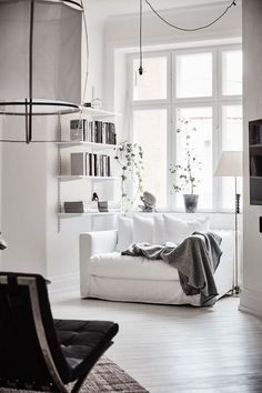 Awesome spacious white scandinavian apartment with black details home livin Living Room Inspiration, Interior Design Inspiration, Home Interior Design, Interior Styling, Design Ideas, Classic Interior, Interior Designing, Design Styles, Contemporary Interior