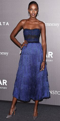 Leila Nda showed off her stunning figure in a metallic blue fringe gown. The model styled her look to perfection with silver jewelry and high-shine pumps to match.