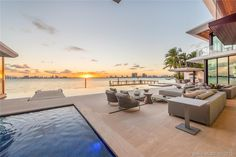 Magnificent Modern Miami Mansion With Ocean Panorama Infinity Pools, Bel Air Mansion, Modern Miami, Bedding And Curtain Sets, Outdoor Seating, Outdoor Decor, Futuristisches Design, Downtown Miami, Natural Bedding