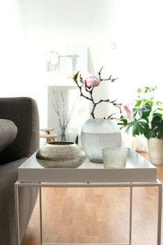 Hallo - ich bin der Neue! #beistelltisch #sidetable #coffetable #interior #einrichtung #einrichtungsideen #dekoraktion #decoration #wohnzimmer #livingroom #white #weiß Foto: Himmelsstück