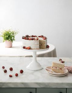 Strawberries and Cream Cake (Light Airy Easy Recipe) - A Cozy Kitchen - butter cream cake Strawberry Cream Cakes, Strawberries And Cream, Best Blueberry Muffins, Blue Berry Muffins, Cake Recipes, Dessert Recipes, Desserts, Cake Light, Whipped Buttercream