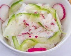 Salade printanière de radis et concombre au fromage blanc 0% : http://www.fourchette-et-bikini.fr/recettes/recettes-minceur/salade-printaniere-de-radis-et-concombre-au-fromage-blanc-0.html