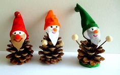 Making Christmas decorations with pine cones - DIY crafting ideas - making pixies Pine Cone Art, Pine Cone Crafts, Diy And Crafts, Christmas Crafts, Crafts For Kids, Pine Cones, Christmas Decorations To Make, Christmas Art, Christmas Presents