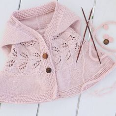 This Pin was discovered by Gül Baby Poncho, Knit Baby Dress, Baby Cardigan, Knitting For Kids, Baby Knitting Patterns, Knitting Designs, Crochet Girls, Knit Crochet, Diy Crafts Dress