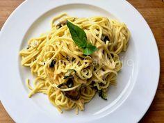Espaguetis a la Nerano, una receta de pasta desconocida Fresco, Spaghetti, Pizza, Ethnic Recipes, Food, Gastronomia, Casserole, Pasta Recipes, Italian Pasta Dishes