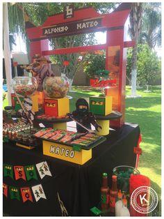 Mesa de dulces | candy bar | cumpleaños | Ninjago | Lego | fiesta | niños | amarillo, rojo, verde & negro | dulces | chocolates | picosito | KUUKI eventos | www.beKUUKI.com