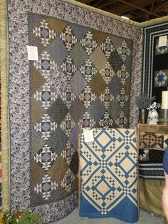 Heartspun Quilts ~ Pam Buda: Down The Aisle At Spring Market
