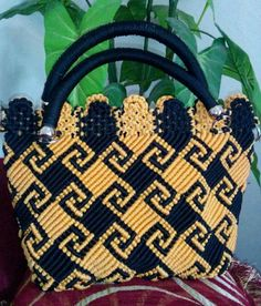 Motif Dayak Crochet Hat Tutorial, Macrame Tutorial, Macrame Design, Macrame Art, Macrame Purse, Bag Patterns To Sew, Macrame Patterns, Tapestry Crochet, Beaded Bags
