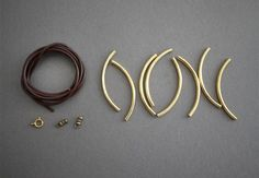 i need me some gold tube beads Gold Diy, Diy Jewelry Projects, Jewelry Crafts, Jewelry Ideas, Diy Guide, Bracelet Making, Jewelry Making, Diy Bracelet, Beaded Jewelry