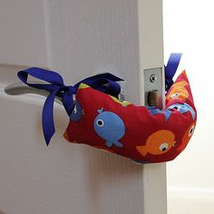 fish door jammer - doesn't have instructions - just improvise