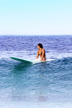 highenoughtoseethesea:  Kelia Moniz & a minty longboard. My Photo