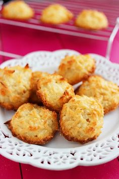 Easy Coconut Macaroons 1 cups flaked sweetened coconut cup granulated sugar 2 tablespoons all-purpose flour 2 egg whites teaspoon vanilla extract Preheat oven to 325 degrees F. Coconut Recipes, Baking Recipes, Cookie Recipes, Dessert Recipes, Cupcake Recipes, Muffins, Macaroon Recipes, Just Bake, Coconut Macaroons