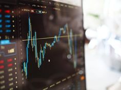 Useful Ideas For Successful Stock Market Trading. Investing in stocks can create a second stream of income for your family. But your chances of success diminish considerably if you are investing blindly an Warren Buffett, Day Trader, Wall Street, Investing In Stocks, Investing Money, Financial Markets, Financial News, Financial Ratio, Financial Literacy