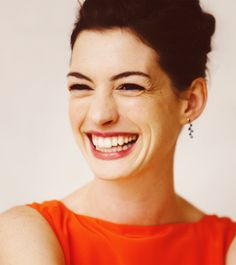 Anne Hathaway - Great actress and singer. She is also very beautiful of course and rocks the pixie cut like no other. Anne Hathaway, Anne Jacqueline Hathaway, Leighton Meester, Pretty People, Beautiful People, Amazing People, Actrices Hollywood, Celebrity Gallery, Beautiful Smile