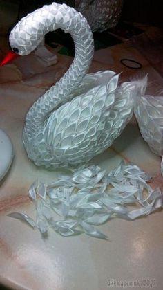 photo-tutorial of how to make a swan from kanzashi petals Ribbon Art, Diy Ribbon, Ribbon Crafts, Flower Crafts, Diy Flowers, Fabric Flowers, Fabric Crafts, Paper Flowers, Paper Crafts