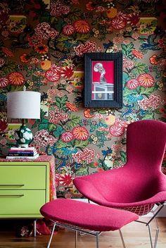 bold wallpaper and vibrant furnishings Interior Inspiration, Design Inspiration, Design Ideas, Furniture Inspiration, Room Inspiration, Bold Wallpaper, Amazing Wallpaper, Flower Wallpaper, Wallpaper Decor