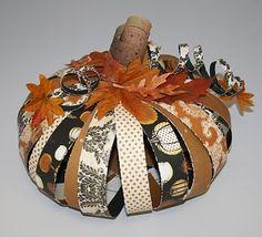 Paper Strip Pumpkin. Great for Halloween decor! #Pumpkin, #PaperStripPumpkin, #DIY, #Halloween, #Fall, #Decorations, #Craft