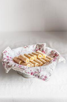 Huesos de santo Spanish Desserts, Spanish Dishes, Filipino Desserts, Spanish Food, Mexican Food Recipes, Sweet Recipes, Cookie Recipes, Dessert Recipes, Ethnic Recipes