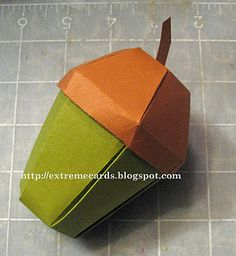 an acorn-box - before you can fold it together, you have to cut out the pattern. That's why it is no Origami, but it is really beautiful. Diy Paper, Paper Art, Paper Crafts, Gland, Origami Box, Origami Flower, How To Make Box, Idee Diy, Autumn Crafts