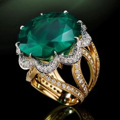 Colombian emerald surrounded by brilliant-cut diamonds set in yellow gold