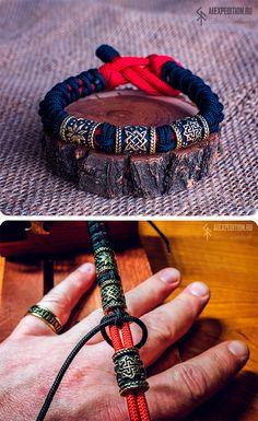 Slavic Amulet - thin paracord bracelet with three amulet beads Paracord Bracelet Survival, Paracord Bracelets, Knot Bracelets, Survival Bracelets, Bead Loom Bracelets, Bracelet Crafts, Paracord Accessories, Paracord Beads, Fitness Bracelet