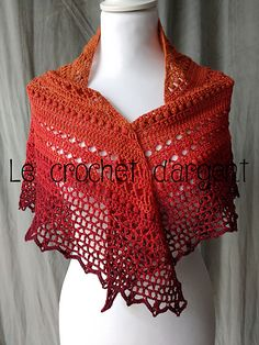 This shawl was made with a 3.5mm crochet hook (E) and a « cake » cotton/acrylic with a gradient color, here orange/red by Ice Yarn.