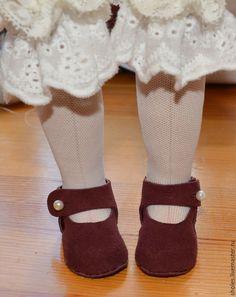 Хочу показать, как я делаю туфельки для своих кукол. Данный способ изготовления обуви без колодки. Я использовала натуральную кожу, очень тонкую и мягкую.