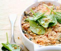 Amateur de crumble ? Le chef étoilé Cyril Lignac vous propose d'en préparer un avec des épinards et du fromage frais. Vous allez adorer.