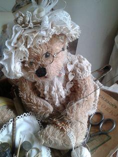Een beer aan het breien........