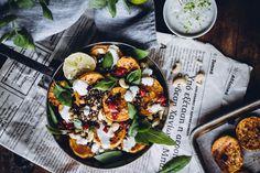 Luovuuden puuskassani keksin, että aina ei tarvitse thaimaalaisessa ruoassakaan olla riisiä tai nuudeleita. Voisin kokeilla riisin sijasta vaikka ravinteikkaampaa kvinoaa!… Paella, Healthy, Ethnic Recipes, Food, Meal, Essen, Hoods, Meals, Eten
