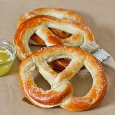 World& Greatest Soft Pretzels. World's Greatest Soft Pretzels - huge pretzels that are soft buttery and salty you know the ones I'm talking about. Homemade Soft Pretzels, Pretzels Recipe, Yeast Free Pretzel Recipe, Mall Pretzel Recipe, Sourdough Pretzel Recipe, Homemade Buns, Great Recipes, Snack Recipes, Cooking Recipes