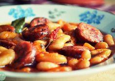 ΣυνταγήΦασολάδα με Λουκάνικο - Συνταγές μαγειρικής , συνταγές με γλυκά και εύκολες συνταγές από το Funky Cook