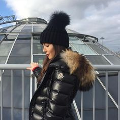 """Thinking """"is winter coming yet?"""" ❣❄️ Thinking """"is winter coming yet? Moncler Jacket Women, Coats For Women, Jackets For Women, Winter Outfits, Lux Fashion, Sergio Tacchini, Puffy Jacket, Winter Accessories, Winter Is Coming"""