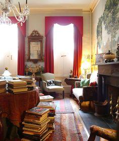 A glimpse into comfort. English interior