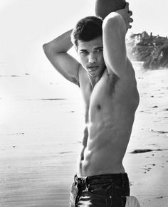 Taylor Lautner Rating 1 Plays Jacob Black in Twilight. He is enemies with Robert Patterson in twilight, but they are good friends.. Lucky shot cause he got no shirt on..