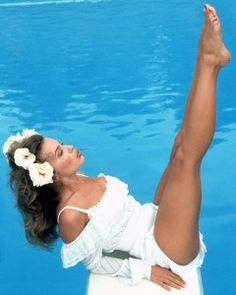 Kylie Minogue Tour, Kyle Minogue, Beautiful Legs, Gorgeous Women, Madrid, Women In Music, Monica Bellucci, Female Singers, Tumblr Girls