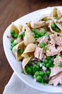 Tuna & Sweet Pea Whole-Wheat Pasta Salad #summer #recipe #delallo