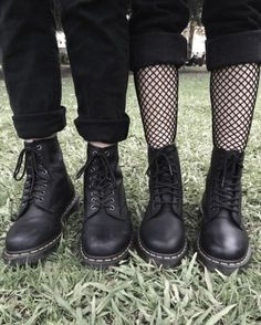 heyy, so here you got some ideas for the grunge aestethic. I'm not saying how you should dress to have a grunge aestethic, just giving you some inspiration. Hipster Outfits, Grunge Outfits, Punk Outfits, Grunge Fashion, Grunge Dress, Fashion Edgy, Dressy Outfits, Fashion Black, Summer Outfits