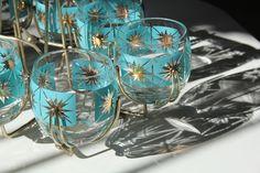 Retro vintage glasses and holder Vintage Bar, Vintage Dishes, Vintage Glassware, Vintage Love, Vintage Decor, Vintage Pyrex, Retro Vintage, Retro Home, Mid-century Modern