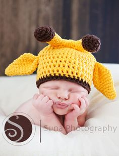 cutest little giraffe. too bad i can't crochet or knit.