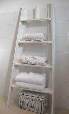 ladder in de badkamer voor handdoeken oa
