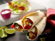 BBQ Fajita-Spieße mit gegrilltem Gemüse - Köstliche Fajitas mit Grillgemüse, verfeinert mit saurer Sahne und Old El Paso™ Taco Salsa.